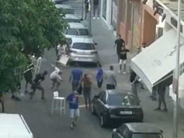 Brutal pelea entre ultras antes del Sevilla vs Sigma Olomouc de Europa League