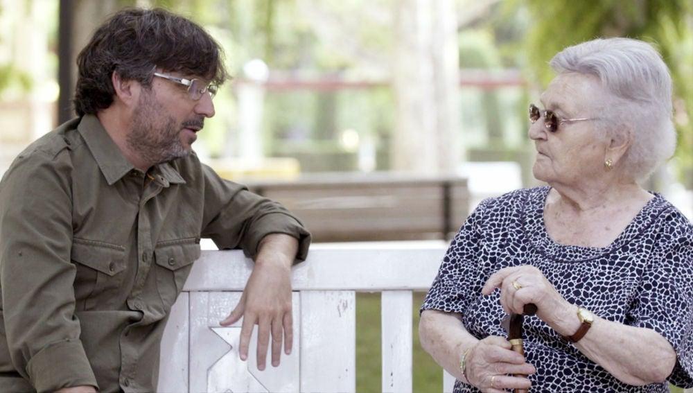"""Jordi Évole, en 'Hasta los 100 y más allá': """"De su generación, muchos amigos no le deben quedar, ¿no?"""""""