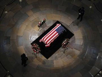 Estados Unidos despide a McCain