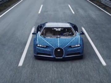 El Bugatti construido con piezas de Lego