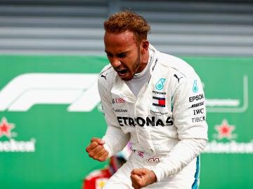 Hamilton celebra un triunfo