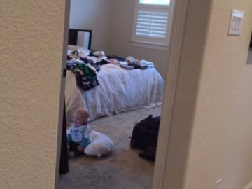 Bebé frente al espejo