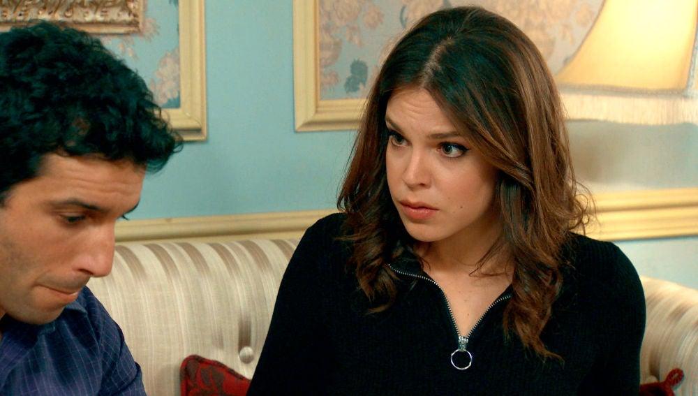 María se excita con el relato erótico narrado por Ignacio