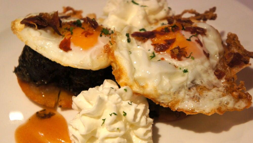 Tortos con pantrucu y huevo.