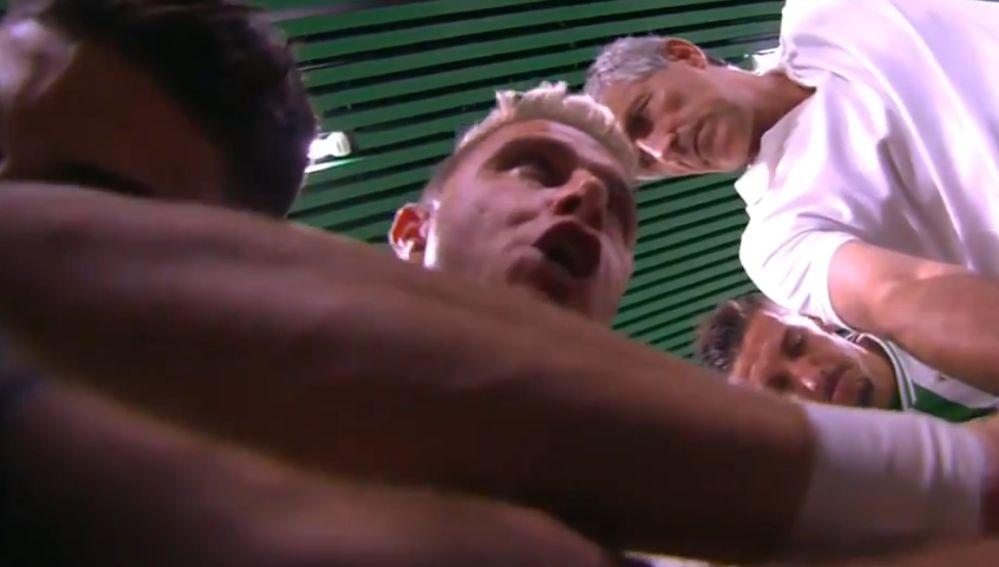 Joaquín motiva a sus compañeros antes del derbi contra el Sevilla