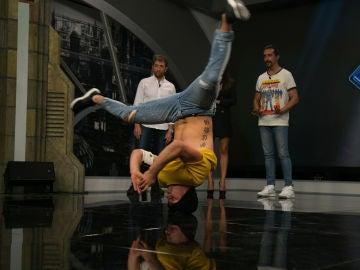 """Marron sorprende a Penélope Cruz con una increíble actuación de """"breakdance"""""""
