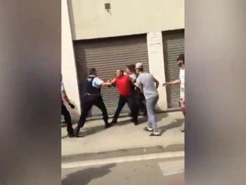 Condenan de 800 euros al hombre que fue reducido con una Taser por los Mossos en Salt (Girona)