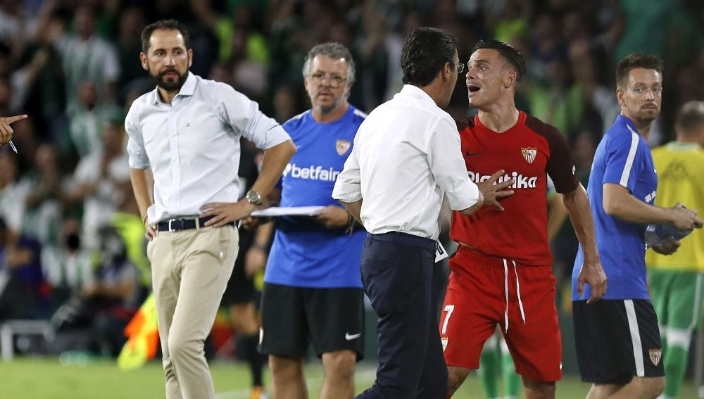 Roque Mesa se marcha expulsado del derbi contra el Betis