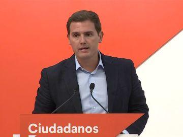 Rivera pregunta a Sánchez si está proponiendo un  estatuto inconstitucional