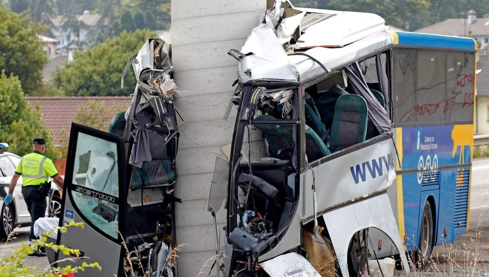 Antena 3 Noticias 2 (03-09-18) Cinco muertos y seis heridos graves en un accidente de autobús en Avilés