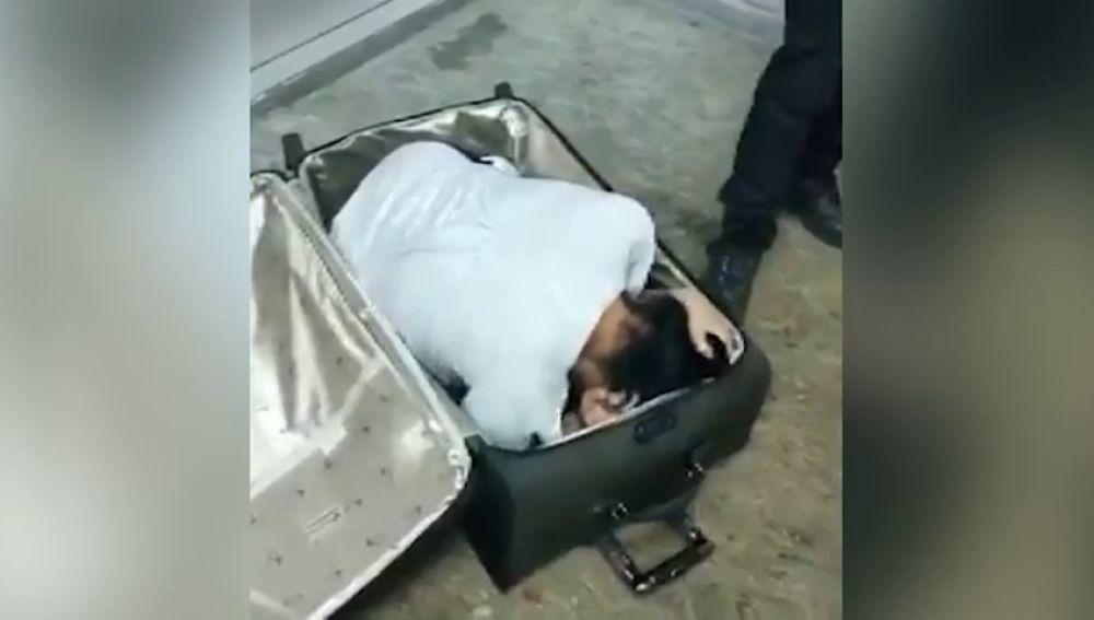 Una mujer intenta entrar en Turquía oculta en una maleta