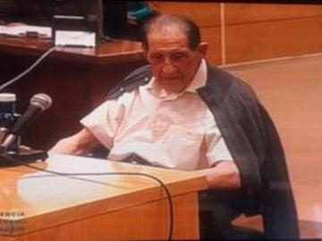 El doctor Vela durante el juicio por los bebés robados