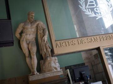 Vista de la escultura 'Hércules Farnese' dañada por las vibraciones de los trabajos realizados