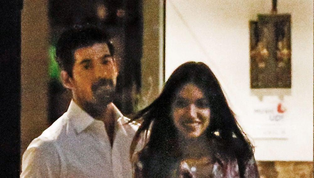 Miguel Ángel Muñoz y Ana Guerra a la salida del restaurante