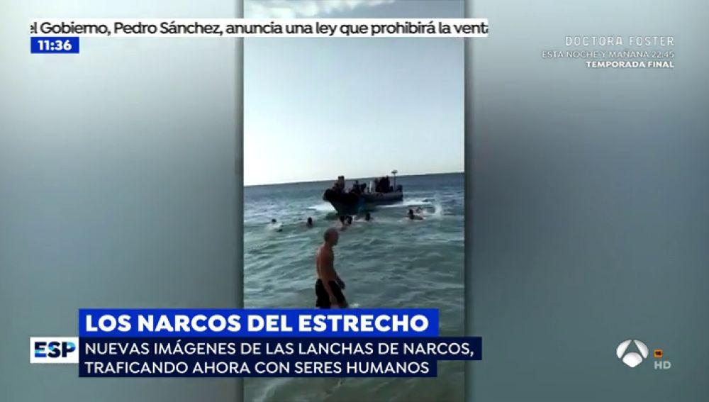 Las 'narcolanchas' del Estrecho cambian los fardos de droga por el transporte de inmigrantes ilegales
