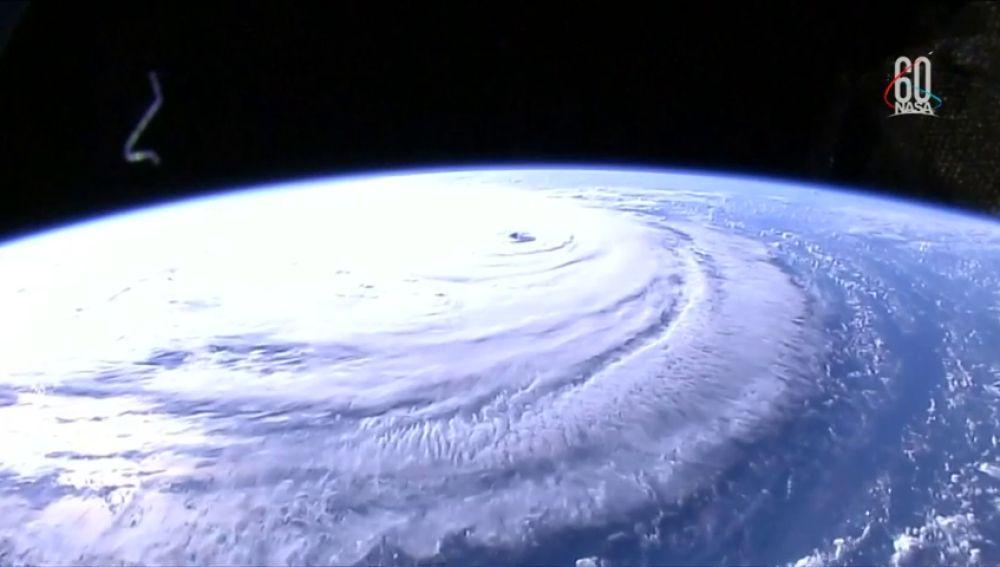 El huracán Florence mantiene su peligrosa fuerza rumbo hacia la costa sureste de EEUU