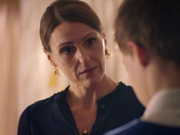 Simon envía una invitación a Tom para que asista a su boda con Kate