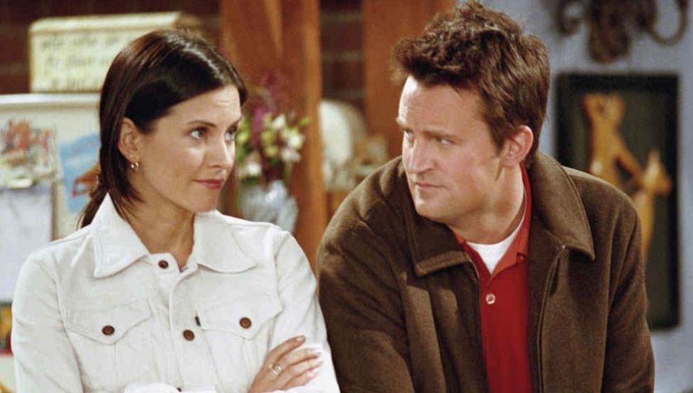 Mónica y Chandler en 'Friends'