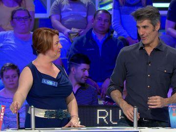 """Luci utiliza el """"me lo quedo"""" y roba una magnífica cámara a su rival en 'La ruleta de la suerte'"""
