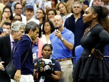 Carlos Ramos y Serena Williams, durante la final del US Open