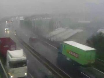 Nuevas imágenes del momento del derrumbe del puente de Génova
