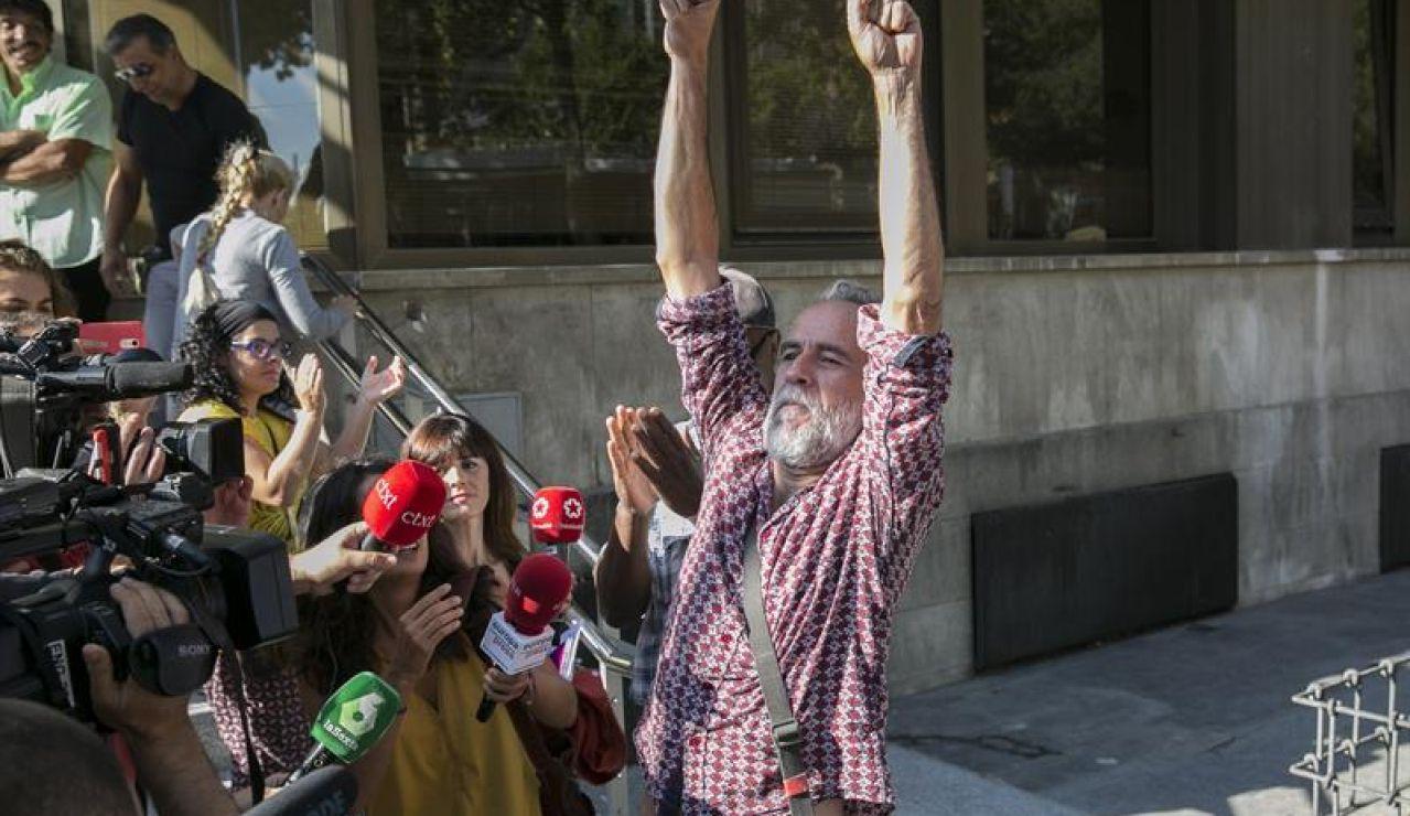 Willy Toledo a la salida del juzgado