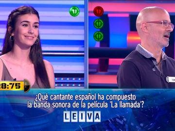 Leiva, compositor de 'La llamada', deja con un comodín menos al concursante central de '¡Ahora Caigo!'
