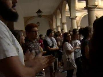 Cientos de universitarios reclaman que el profesor suspendido en Oviedo por comportamiento machista no pueda acceder a las aulas