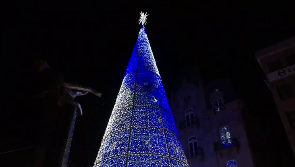 Vigo inició este miércoles el montaje de sus luces de Navidad,