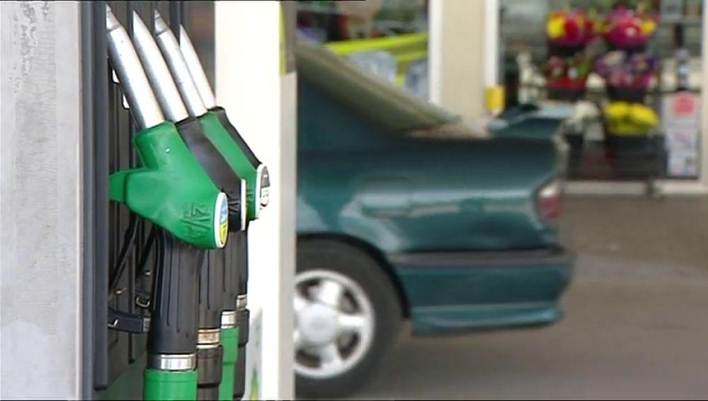 El precio de la gasolina y del gasóleo, en máximos de finales de 2014