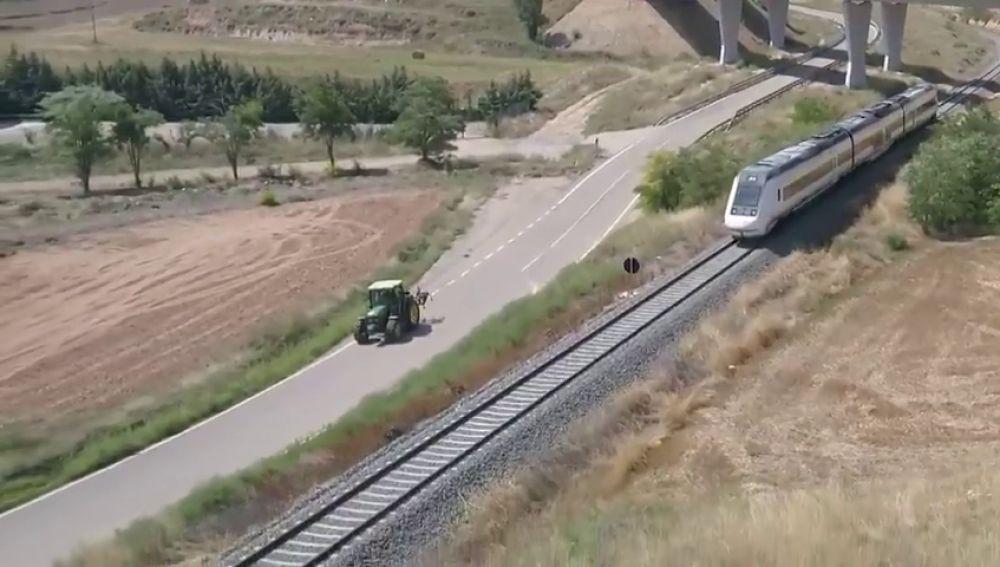 En algunos tramos de Teruel los tractores van más rápido que los trenes AVE