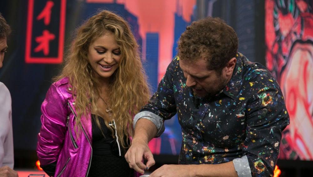 El Monaguillo le regala la perla más auténtica a Paulina Rubio en 'El Hormiguero 3.0'