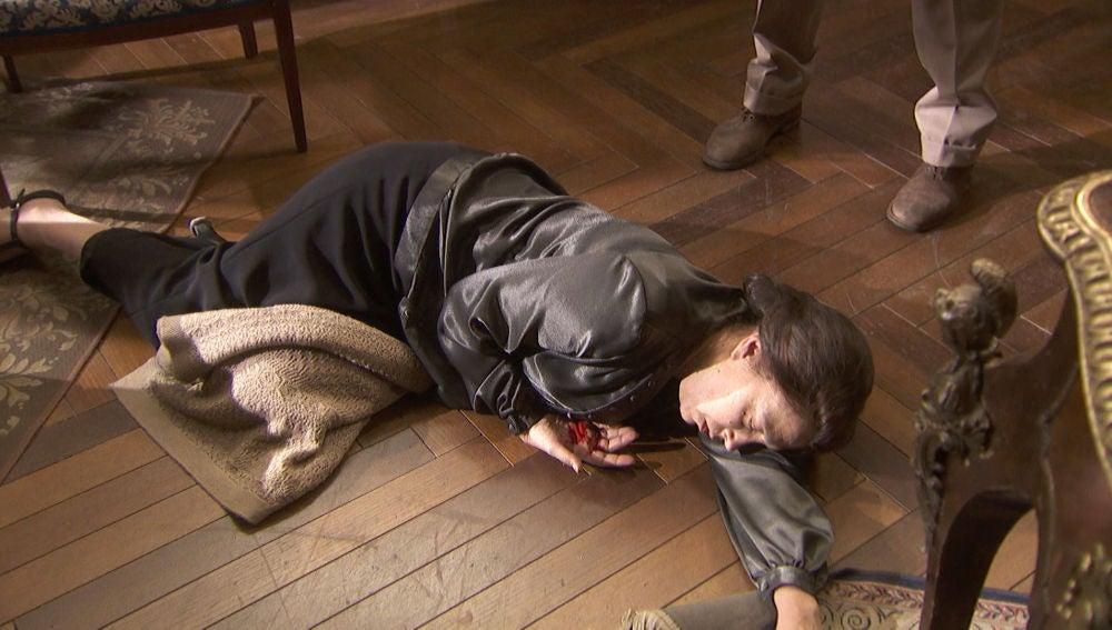 Gonzalo acaba con la vida de Francisca Montenegro