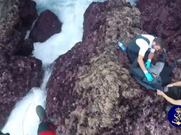 Rescatado un percebeiro atrapado en un acantilado