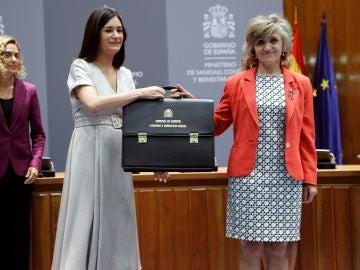María Luisa Carcedo recibe la cartera de Sanidad, Consumo y Bienestar Social