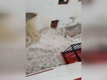 Una impresionante tormenta provoca el caos en el centro de Ronda