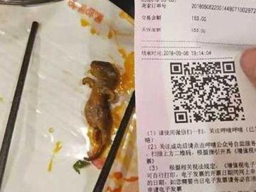 La rata muerta que apareció en el plato de la mujer