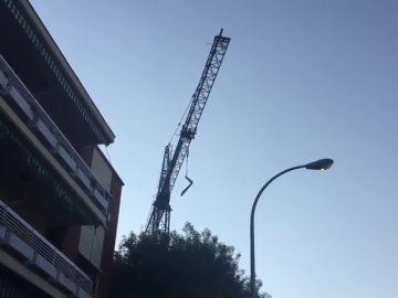 Muere un obrero al caerle una carga de sacos de cemento de 1.800 kilos en Madrid