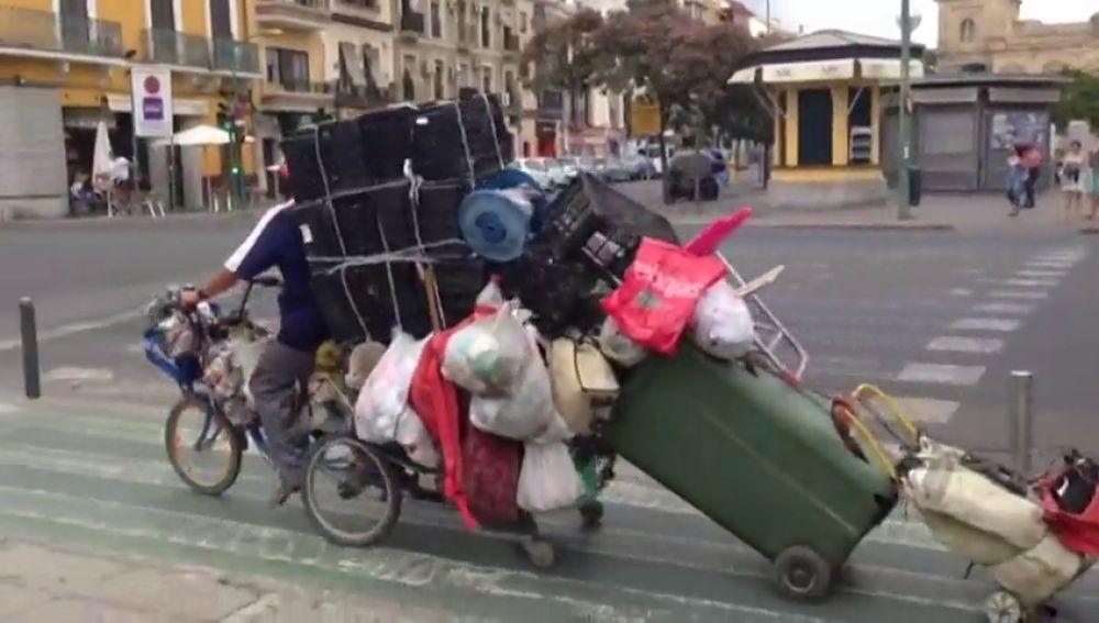 El hombre de las maletas de Sevilla