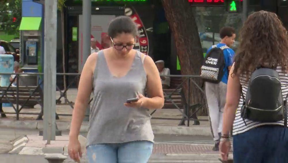 León sancionará a los peatones con móvil despistados