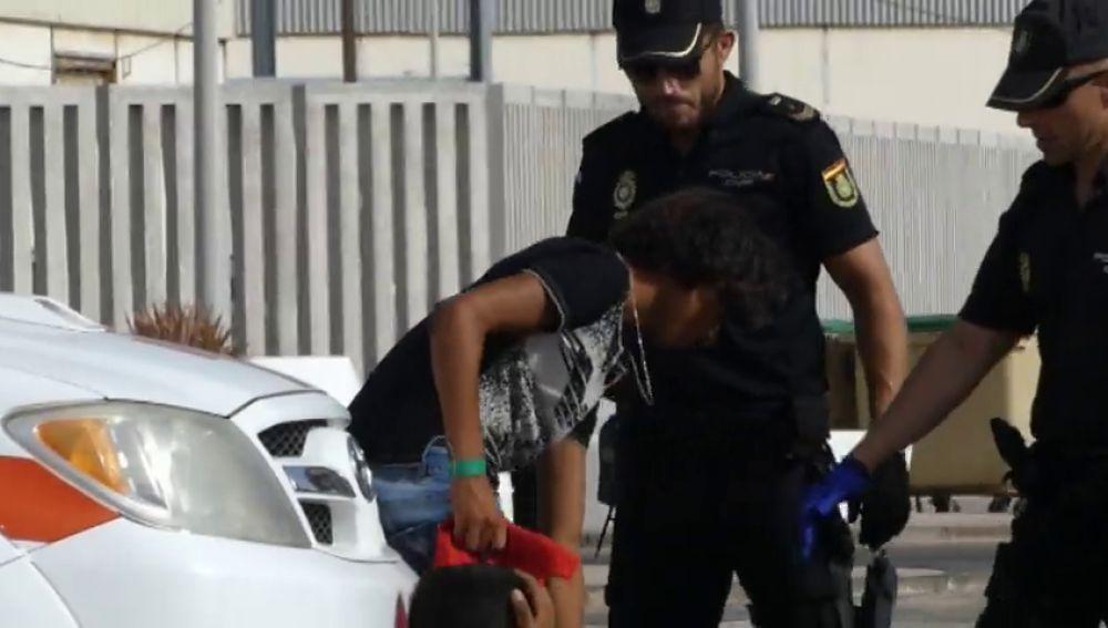Una patera con 32 inmigrantes llegan al puerto de Lanzarote