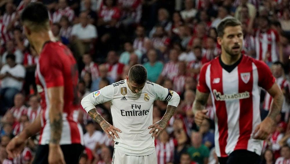 Sergio Ramos, cabizbajo ante el Athletic
