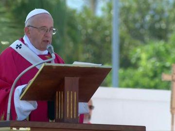 """El Papa Francisco carga contra los mafiosos en Sicilia: """"No se puede creer en Dios y ser mafioso, dejad de pensar en vosotros y vuestro dinero"""""""