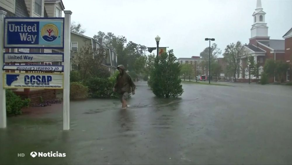 El huracán Florence baja la intensidad pero seguirá dejando lluvias torrenciales