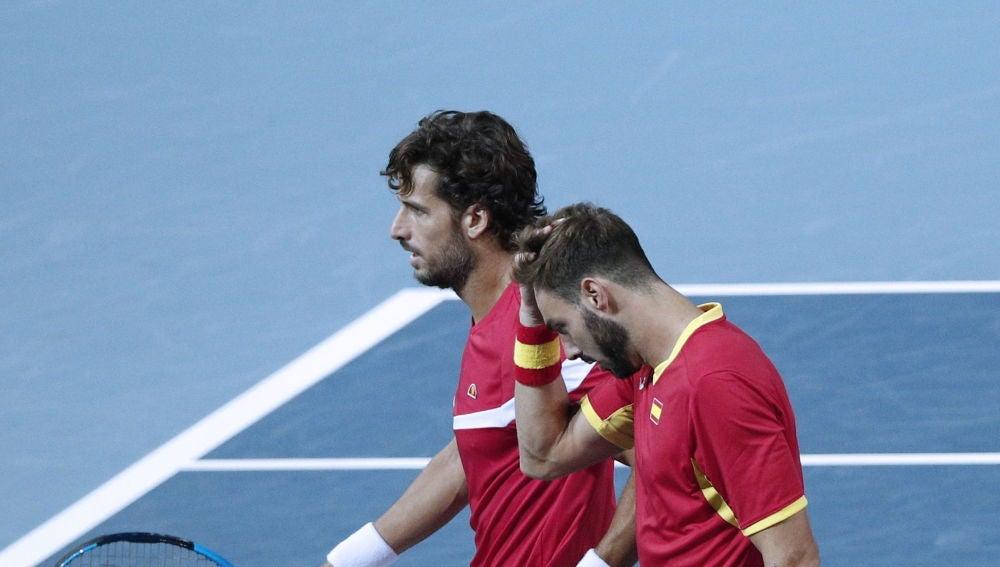Feliciano López y Marcel Granollers, durante el partido de dobles