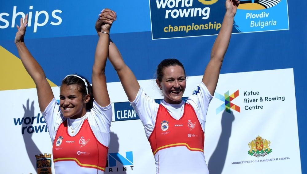 Anna Boada y Aina Cid celebran su medalla de bronce