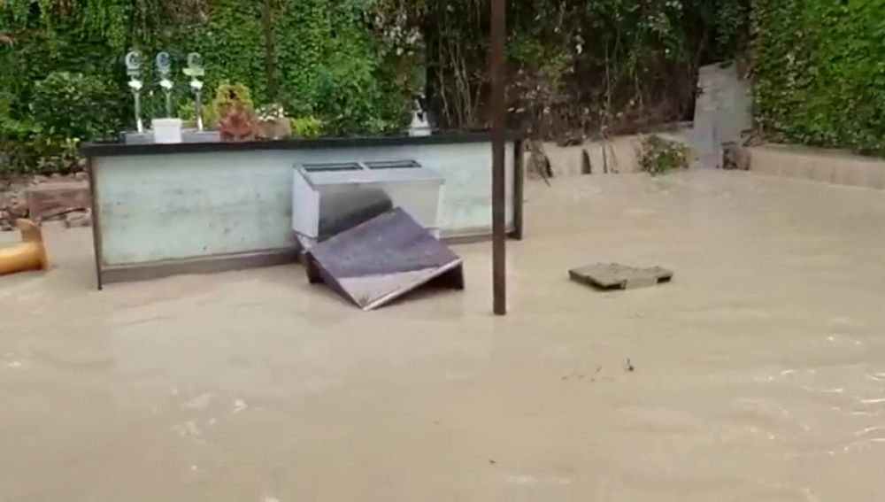 El agua alcanza el metro de altura en Campotéjar por el desbordamiento del río Moro