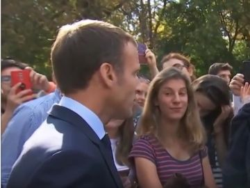 Macron fanfarronea con un joven desempleado