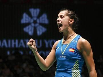 Carolina Marín celebrando la victoria