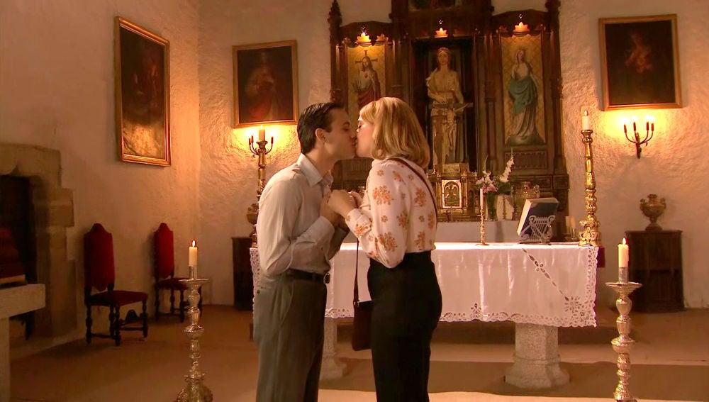 Luisita, a punto de estropear la boda de su hermana por un pecaminoso beso